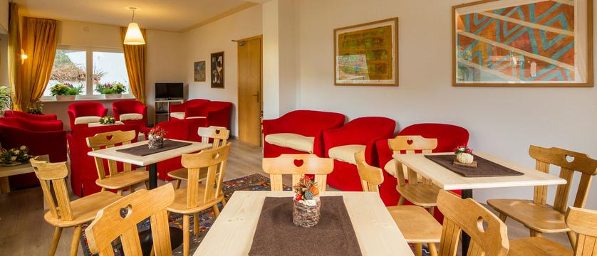 italy_dolomites-ski-area_arabba_hotel-bellavista_lounge.jpg